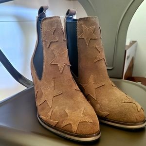 Rebels SZ 7 booties brown suede boots